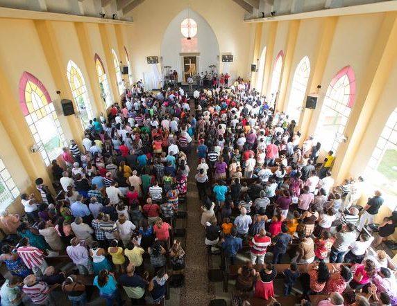 ¿Asistir a escuelas inclusivas con la comunidad LGBTI+ o educar a los menores en casa?: El dilema legal de las iglesias cristianas en Cuba