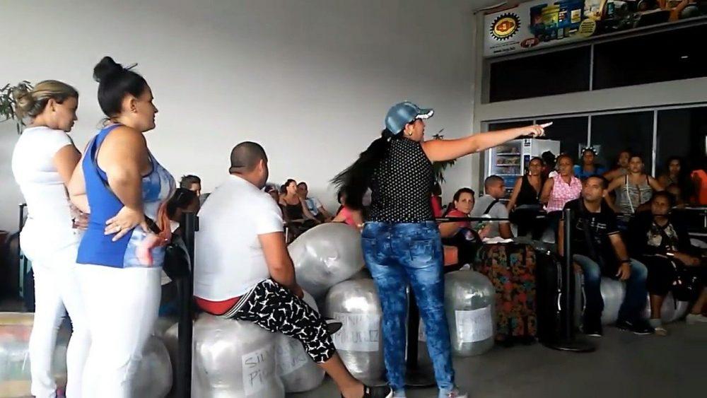 Mulas cubanas en un aeropuerto.