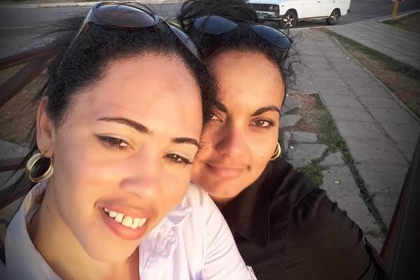 Pareja de lesbianas cubanas vive entre la libertad y el encierro