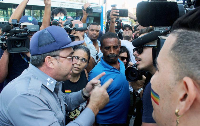Policías contra manifestantes LGBTIQ