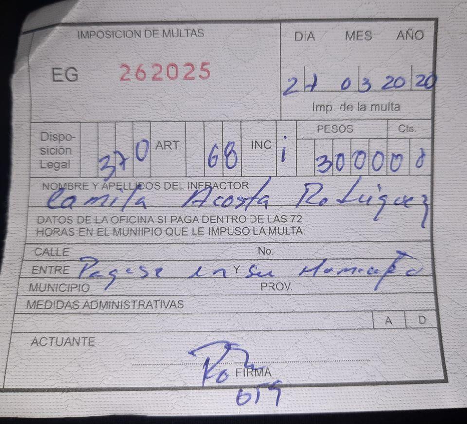 Las multas y citaciones son un tipo de acoso a las periodistas. En la foto una multa  a Camila Acosta, periodista en Cubanet. Foto. Cubalex.