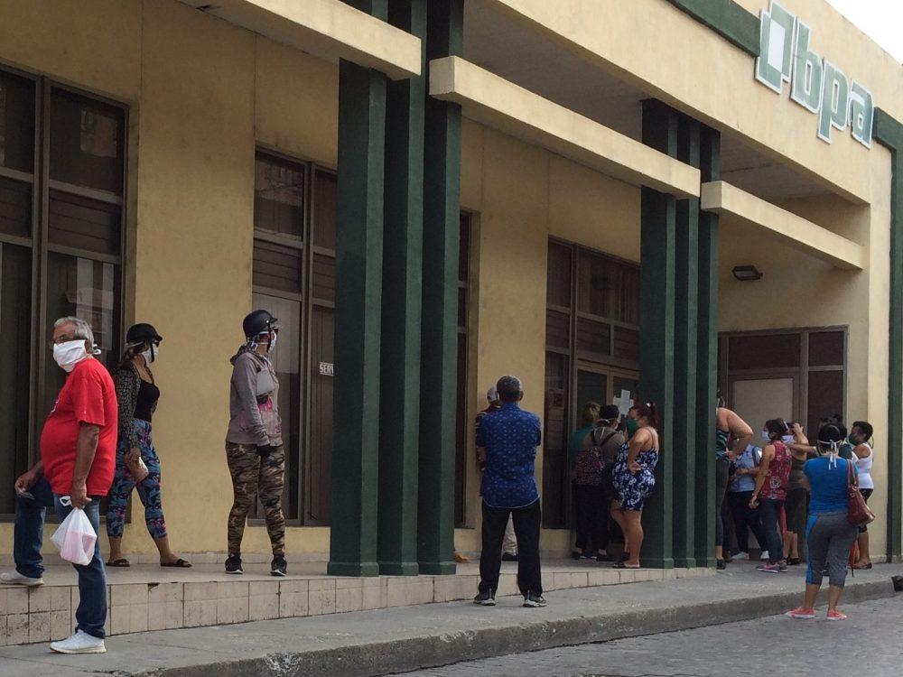 Colas en la epidemia del coronavirus. Foto: Laura Rodríguez.