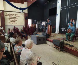 La Liga Evangélica de Cuba reclama libertad religiosa y admite que las personas LGBTI+ «tienen derecho a luchar por sus demandas»