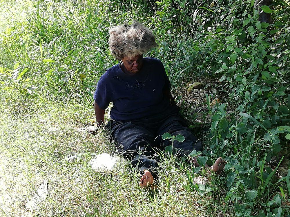 Una persona sin casa, sin techo, en Cuba.