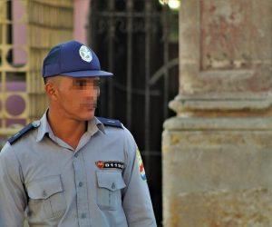 Sancionan al policía que multó a una mujer en Cuba por vestir según su identidad de género